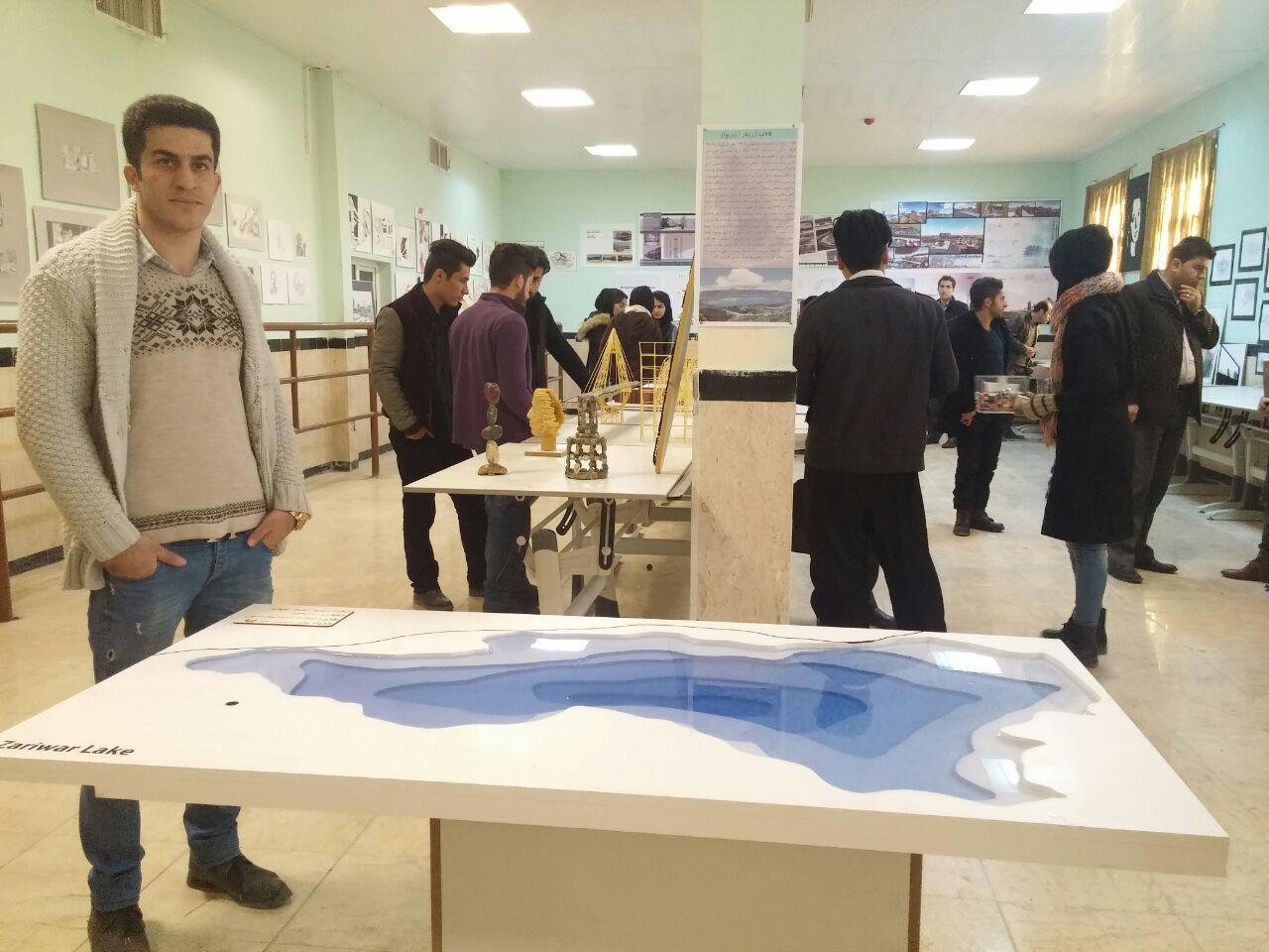 نمایشگاه آثار دانشجویان معماری با اثری از دریاچه زریبار گشایش یافت.