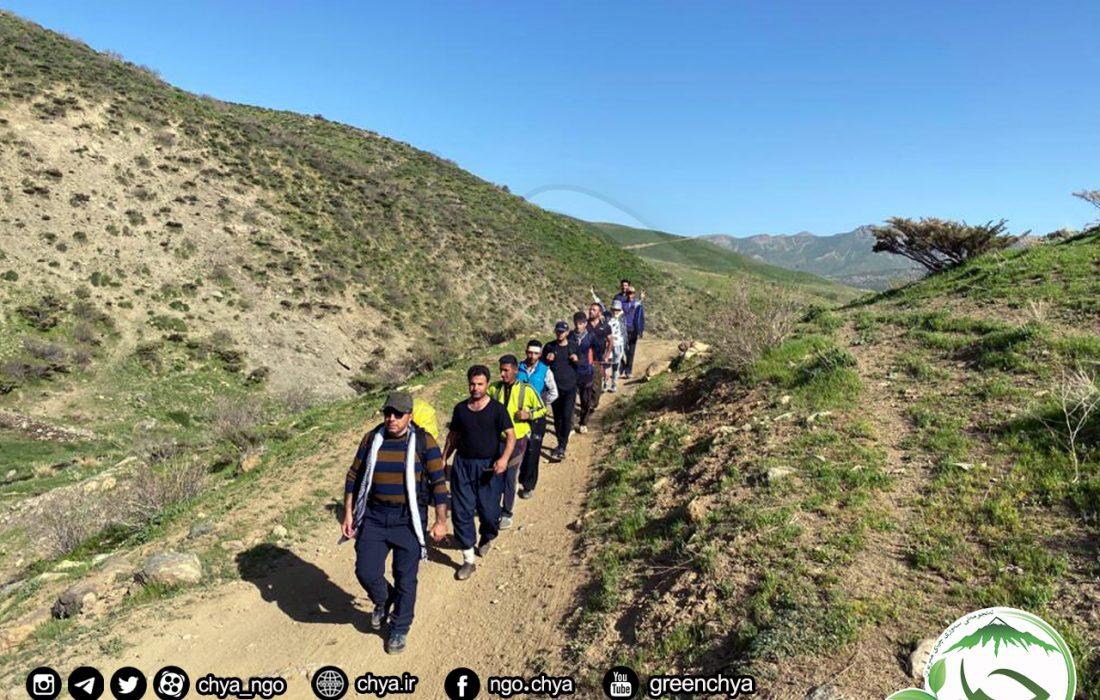 """پاکسازی مسیر """" کونە شەمشەم """" بە طرف روستای """" تۆراخ تەپە """"  از زبالە"""